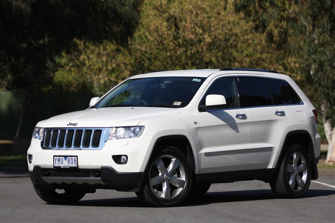 2011_jeep_grand_cherokee_diesel_review_00c
