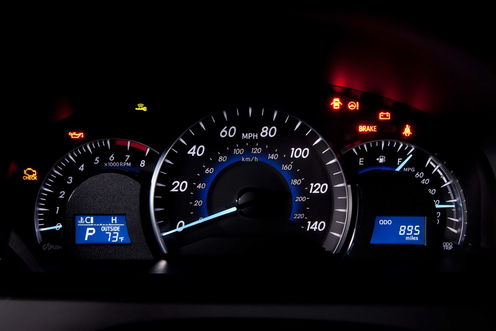 2012_toyota_camry_official_overseas_14