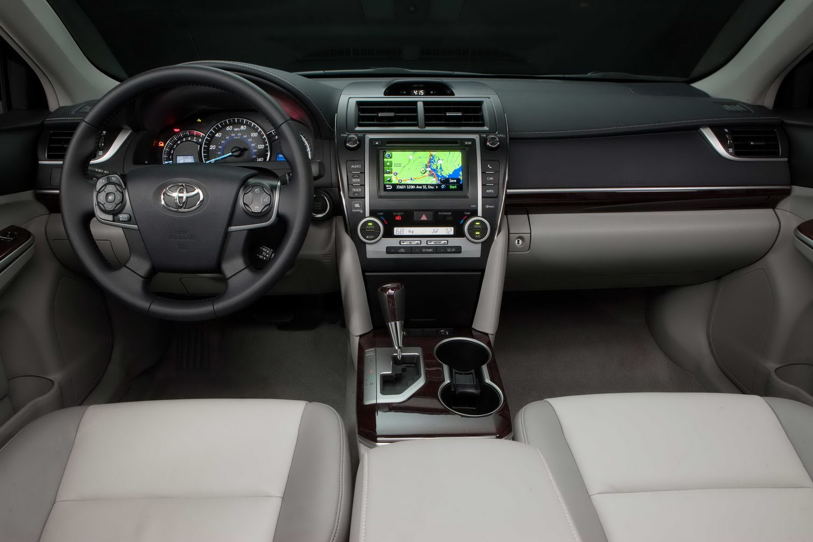 2012_toyota_camry_official_overseas_13