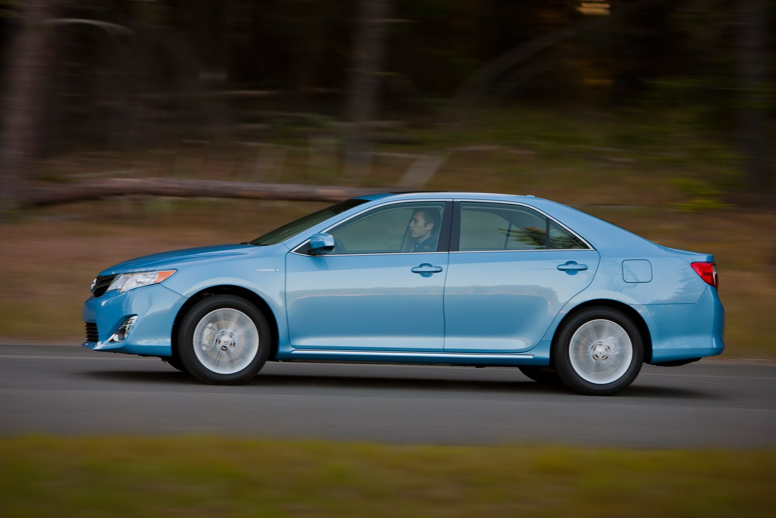 2012_toyota_camry_official_overseas_12b