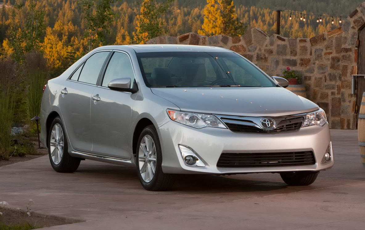 2012_toyota_camry_official_overseas_12