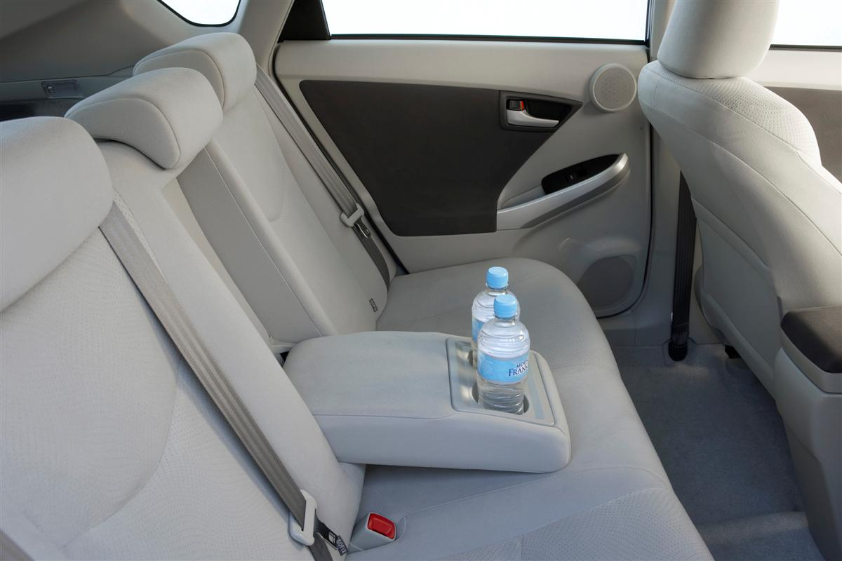2009 Toyota Prius rear seats with cup holders