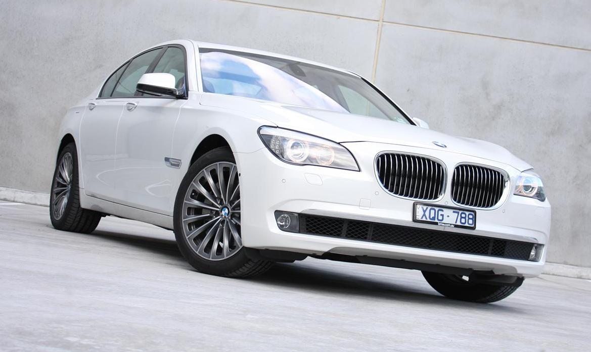 2011 BMW 740i Review