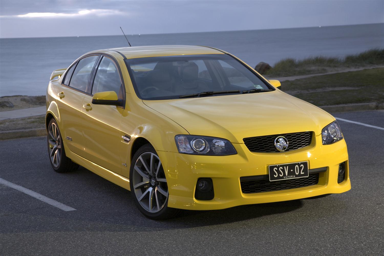 2011_holden_commodore_ss_sedan_01