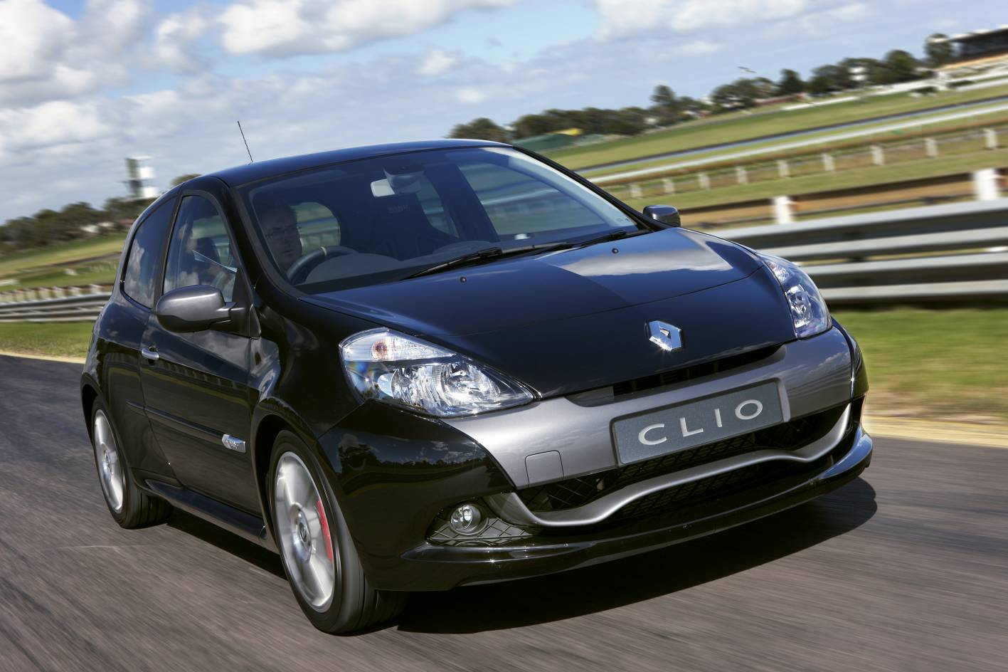 2010_renault_clio_renault_sport_200_cup_road_test_review_press_images_01