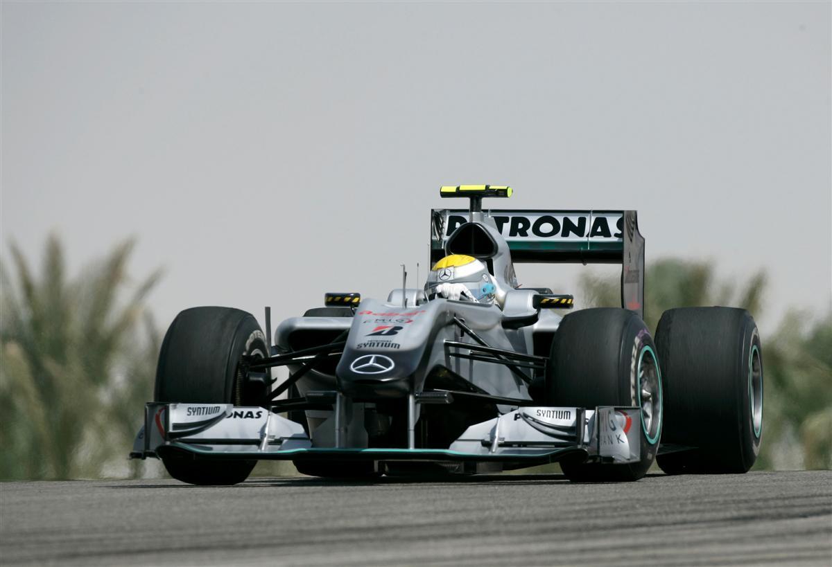 2010_f1_mercedes_gp_bahrain_01