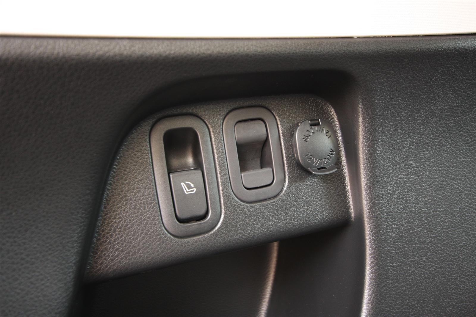2010_subaru_forester_diesel_road_test_review_interior_12