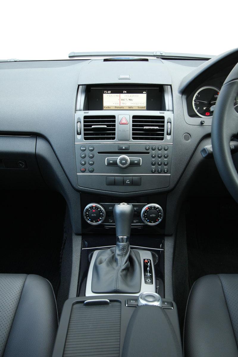 2010_mercedes_benz_c200_cgi_interior_roadtest_review_007