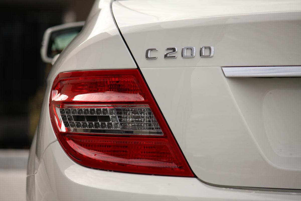 2010_mercedes_benz_c200_cgi_roadtest_review_007