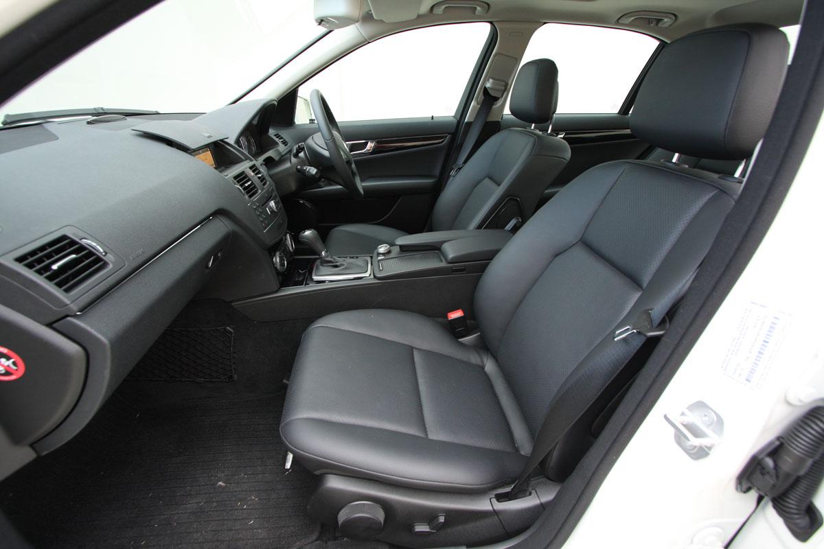 2010_mercedes_benz_c200_cgi_interior_roadtest_review_018