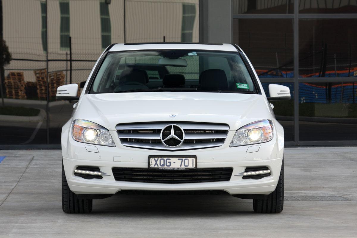 2010_mercedes_benz_c200_cgi_roadtest_review_025
