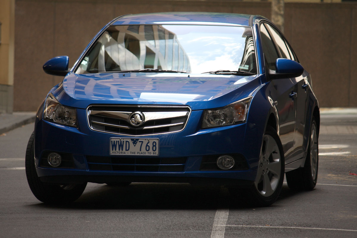 2009_holden-cruze_cdx_and-cruze-cd-diesel_road-test-review_044.jpg
