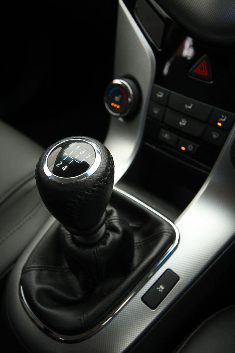 2009_holden-cruze_cdx_and-cruze-cd-diesel_road-test-review_080.jpg