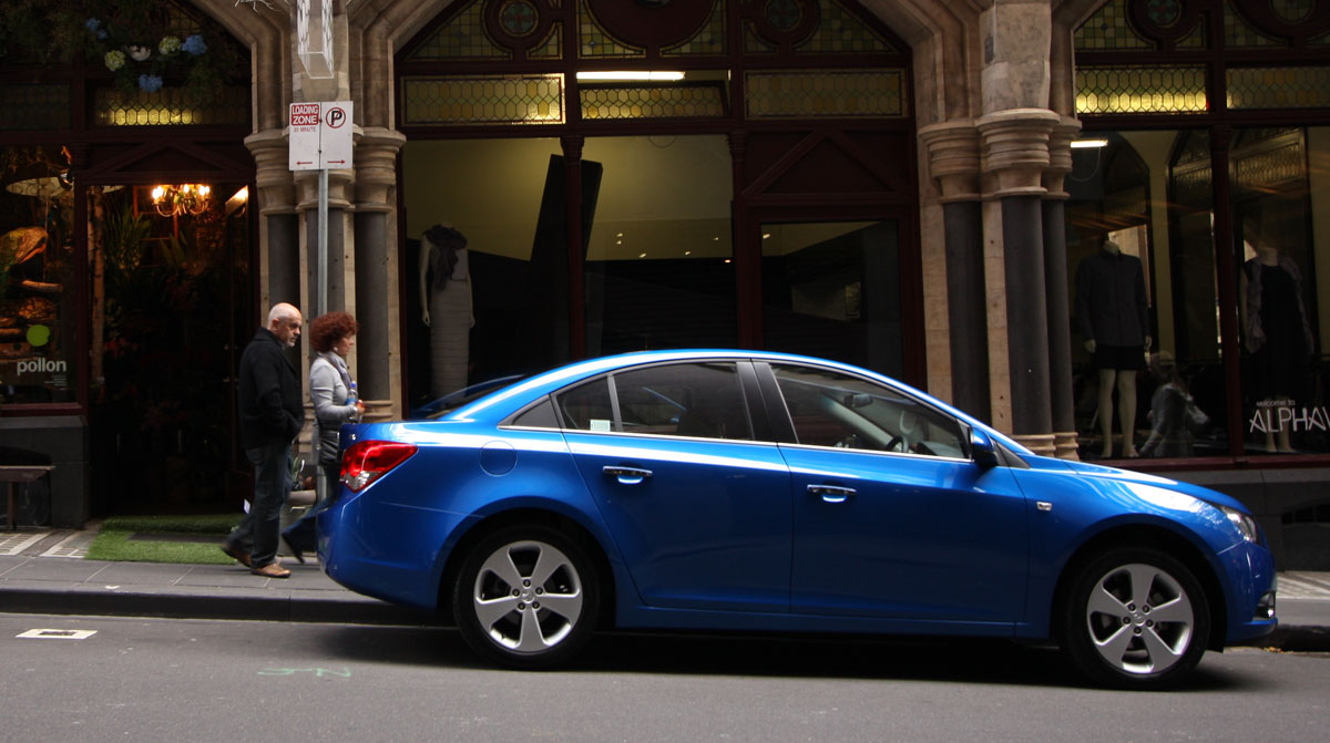 2009_holden-cruze_cdx_and-cruze-cd-diesel_road-test-review_001.jpg