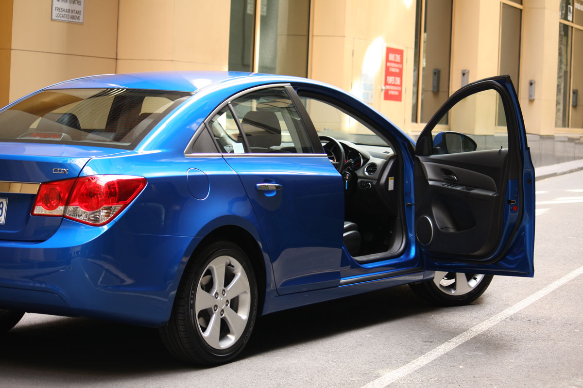 2009_holden-cruze_cdx_and-cruze-cd-diesel_road-test-review_058.jpg