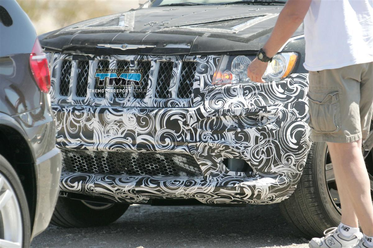 2011_jeep_grand_cherokee_srt8_spy_photos_05