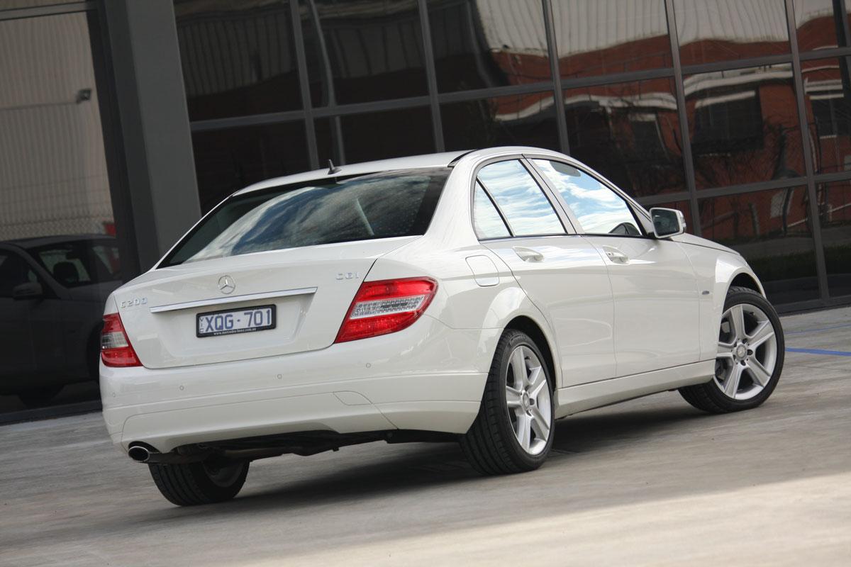 2010_mercedes_benz_c200_cgi_roadtest_review_021