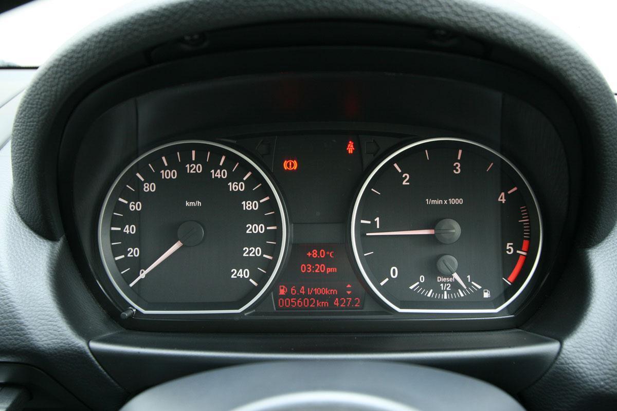 2010_bmw_118d_sports_hatch_road_test_review_australia_12