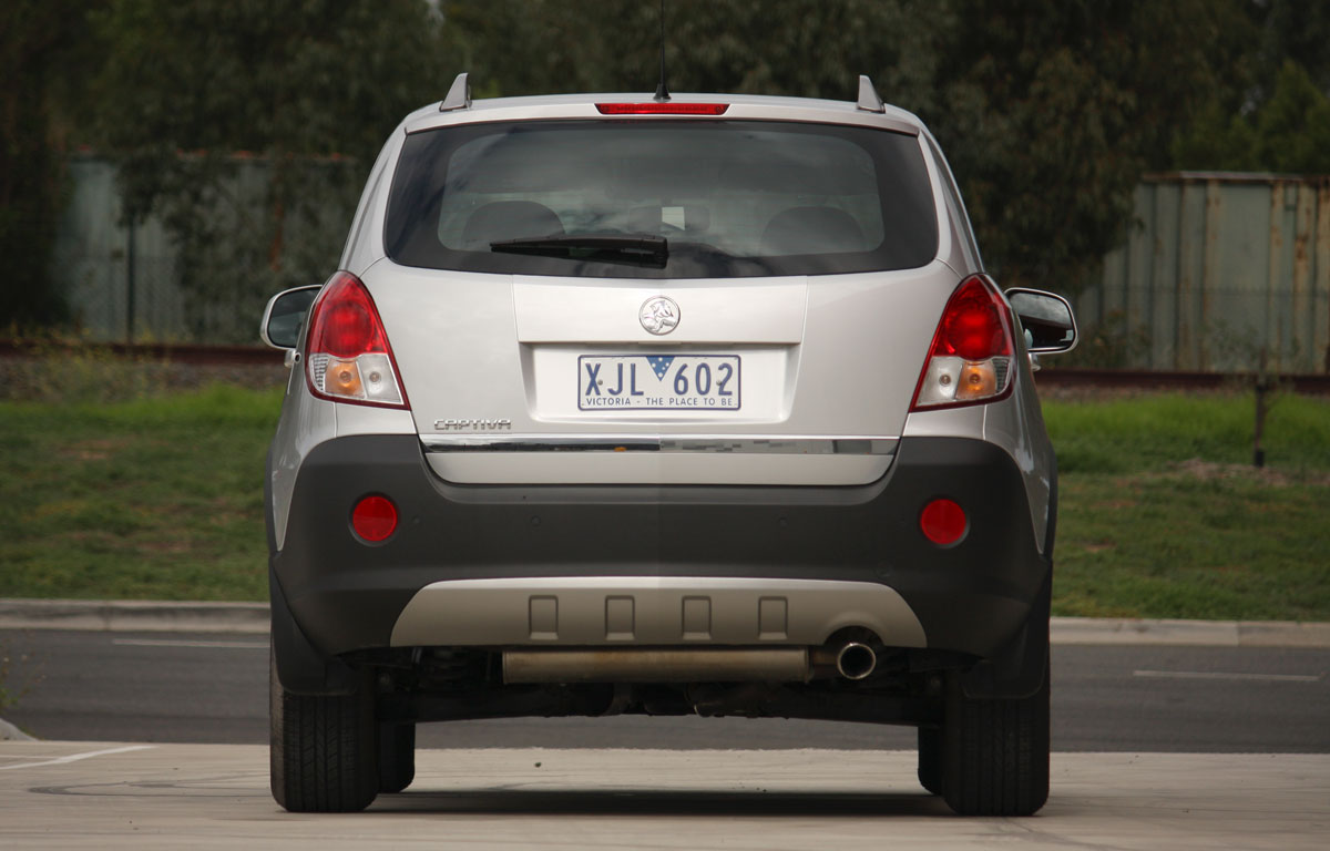 2010_holden_captiva_5_manual_road_test_review_05