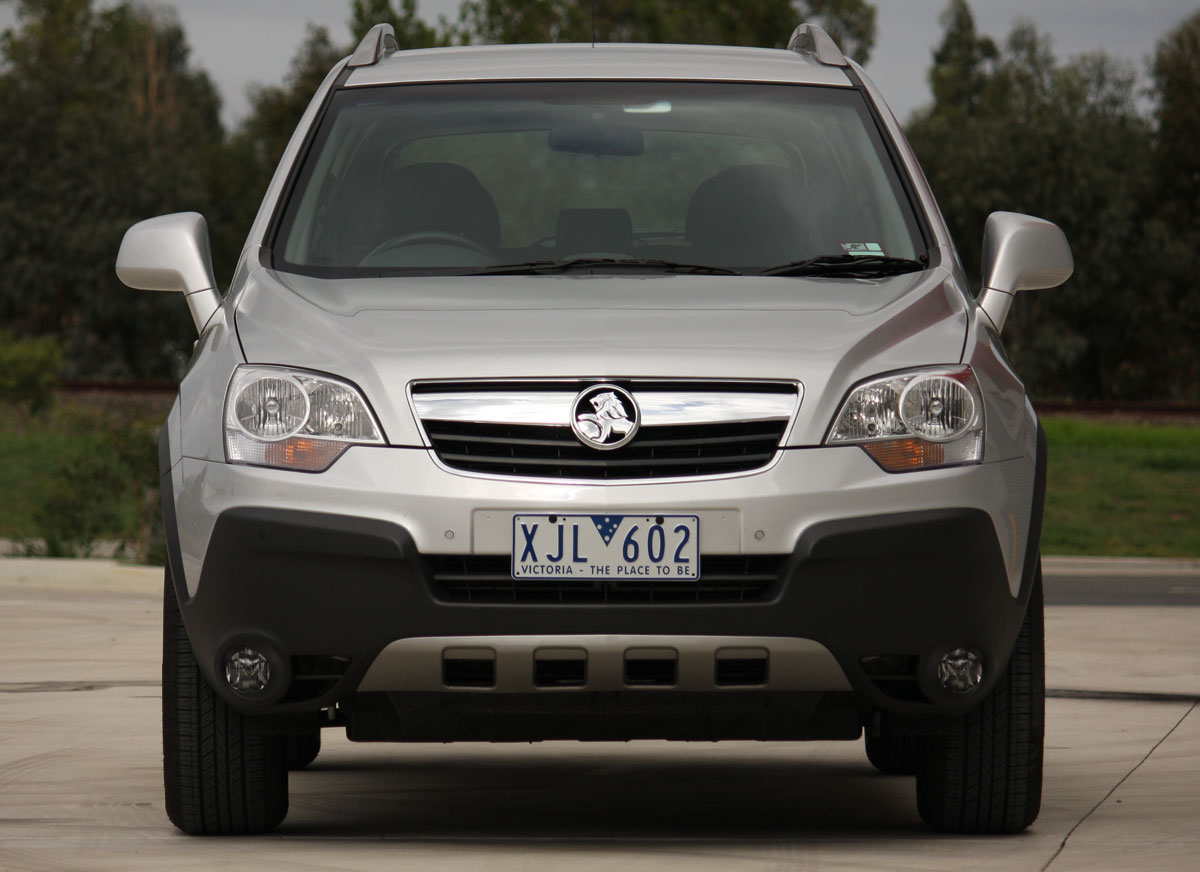 2010_holden_captiva_5_manual_road_test_review_07