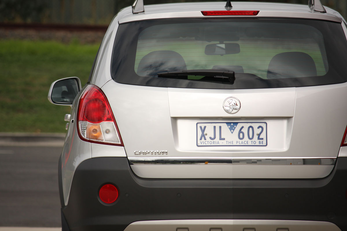 2010_holden_captiva_5_manual_road_test_review_06