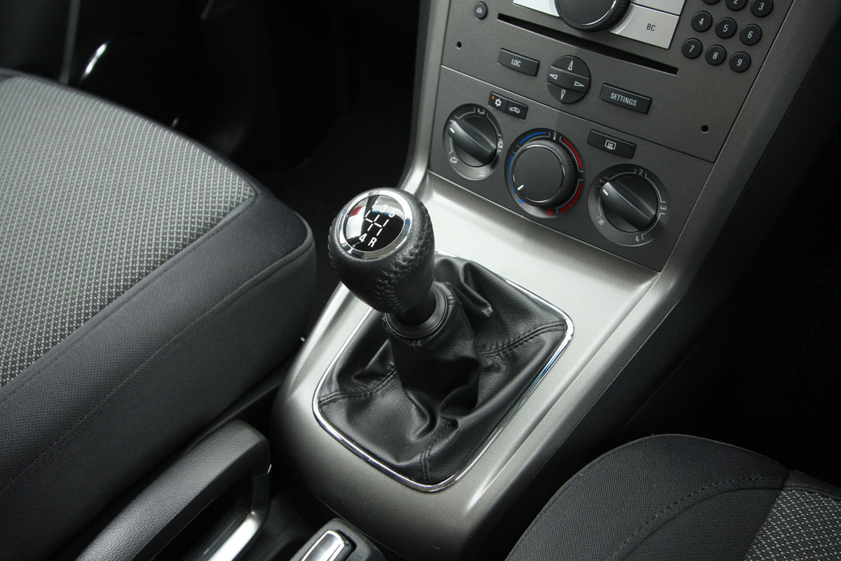 2010_holden_captiva_5_manual_road_test_review_17