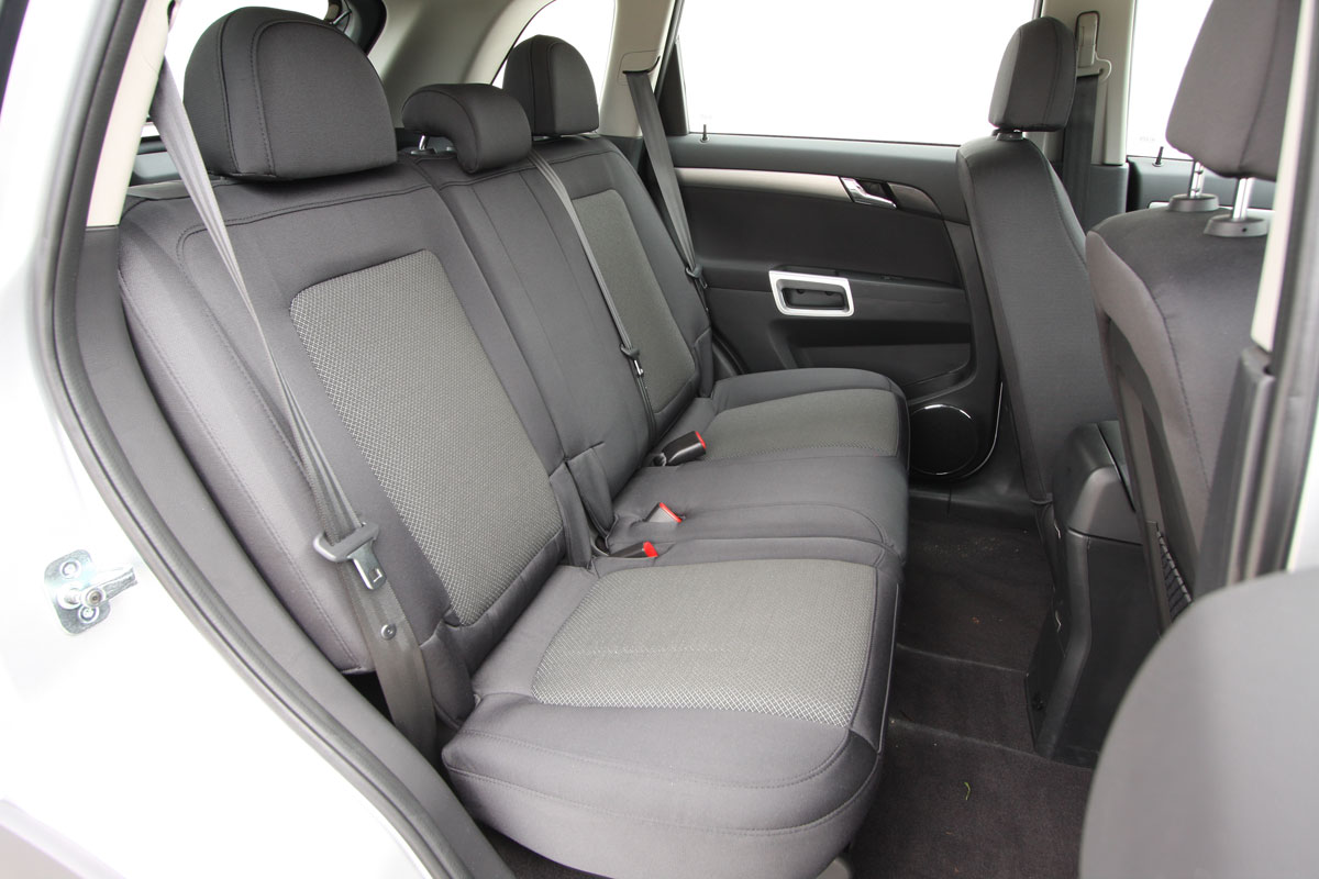 2010_holden_captiva_5_manual_road_test_review_12