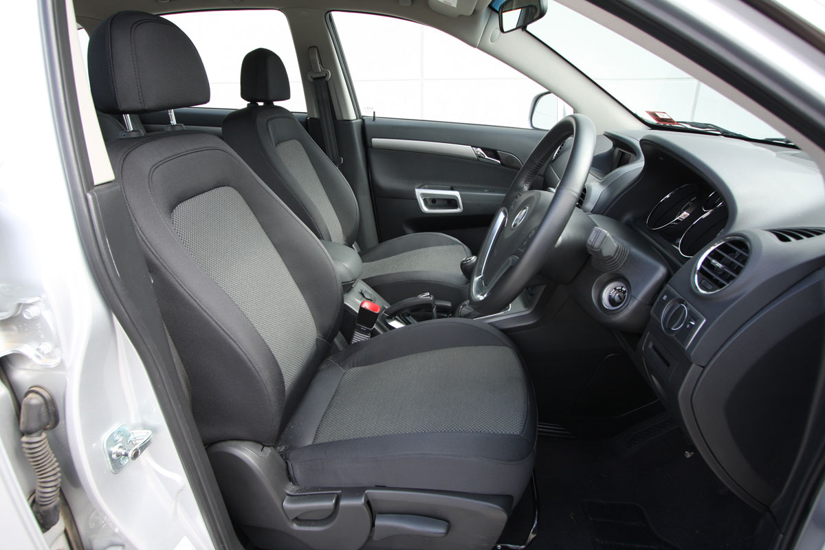 2010_holden_captiva_5_manual_road_test_review_11