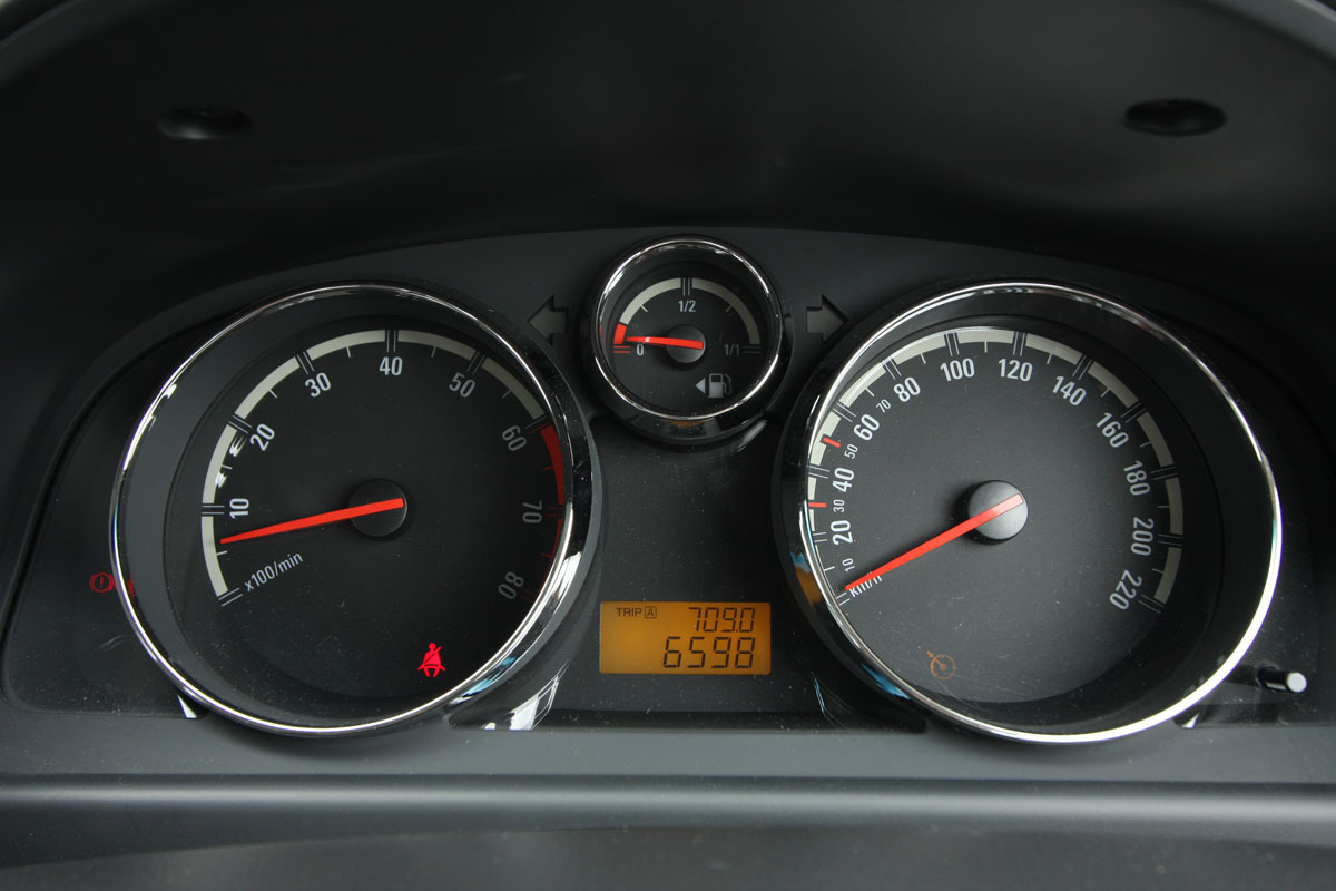 2010_holden_captiva_5_manual_road_test_review_16