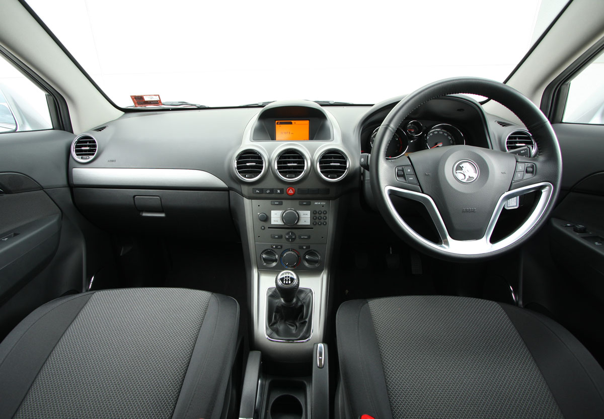 2010_holden_captiva_5_manual_road_test_review_18