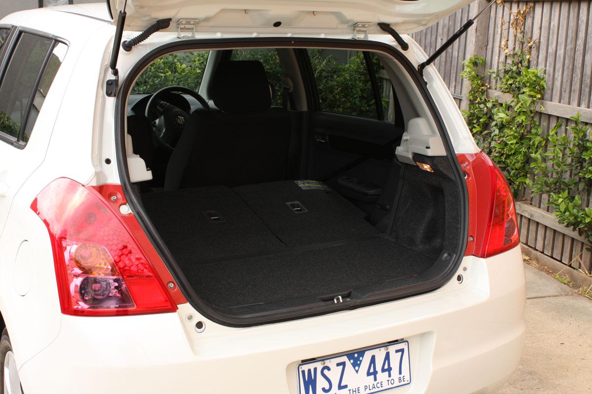 2009_suzuki_swift-s_automatic_road-test-review_20.jpg