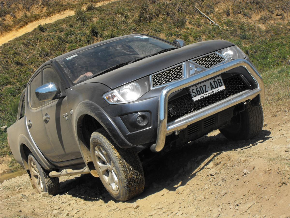 2010_mitsubishi_mn_triton_glx-r_and_gl-r_first-drive-review_07.jpg