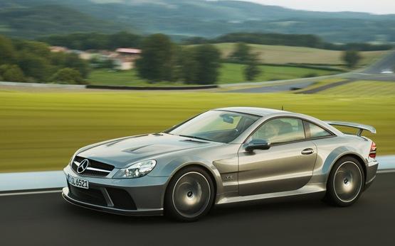 Blind Man Posts 322.5km/h Record In Mercedes-Benz SL 65 AMG Black Series