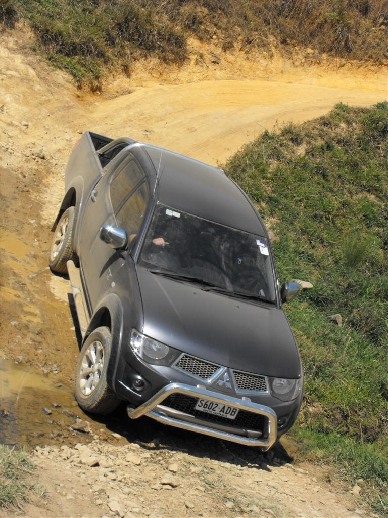 2010_mitsubishi_mn_triton_glx-r_and_gl-r_first-drive-review_06.jpg