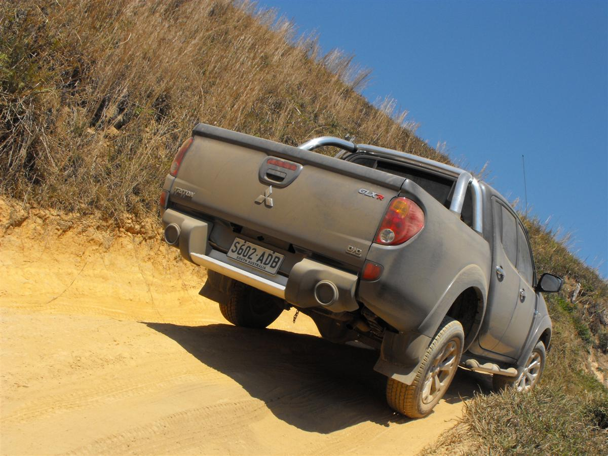 2010_mitsubishi_mn_triton_glx-r_and_gl-r_first-drive-review_01.jpg