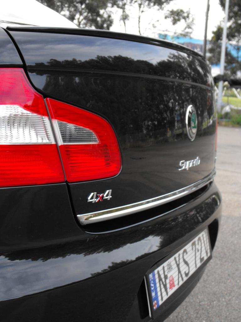 2009-skoda-superb-rear.jpg