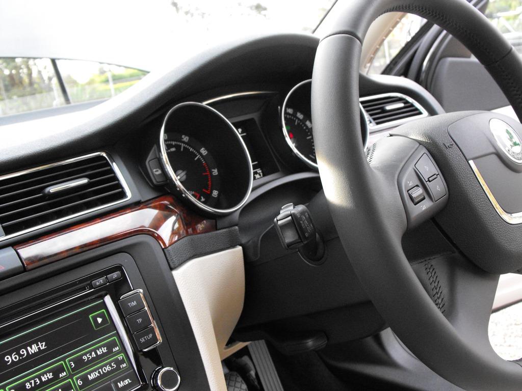 2009-skoda-superb-interior.jpg