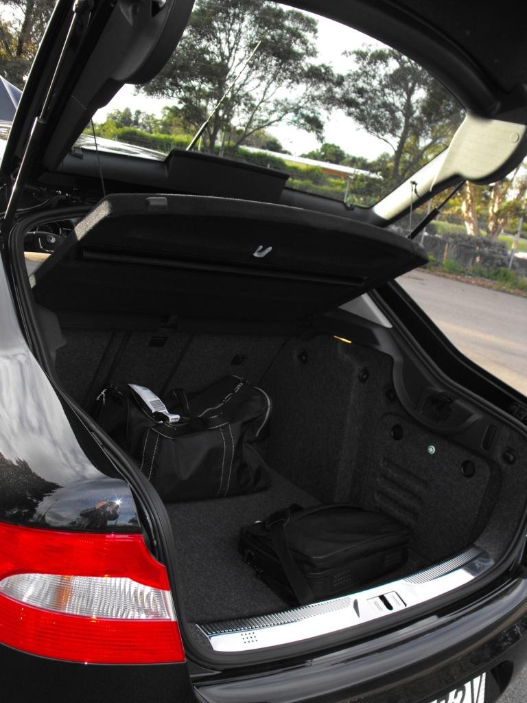 2009-skoda-superb-boot-002.jpg