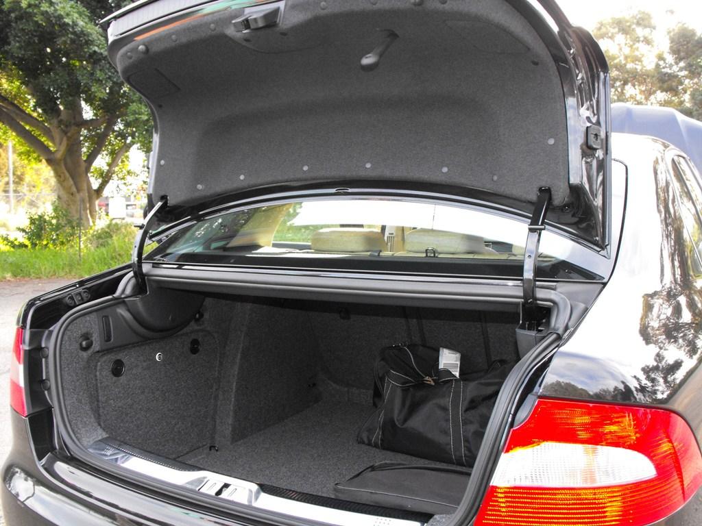 2009-skoda-superb-boot.jpg
