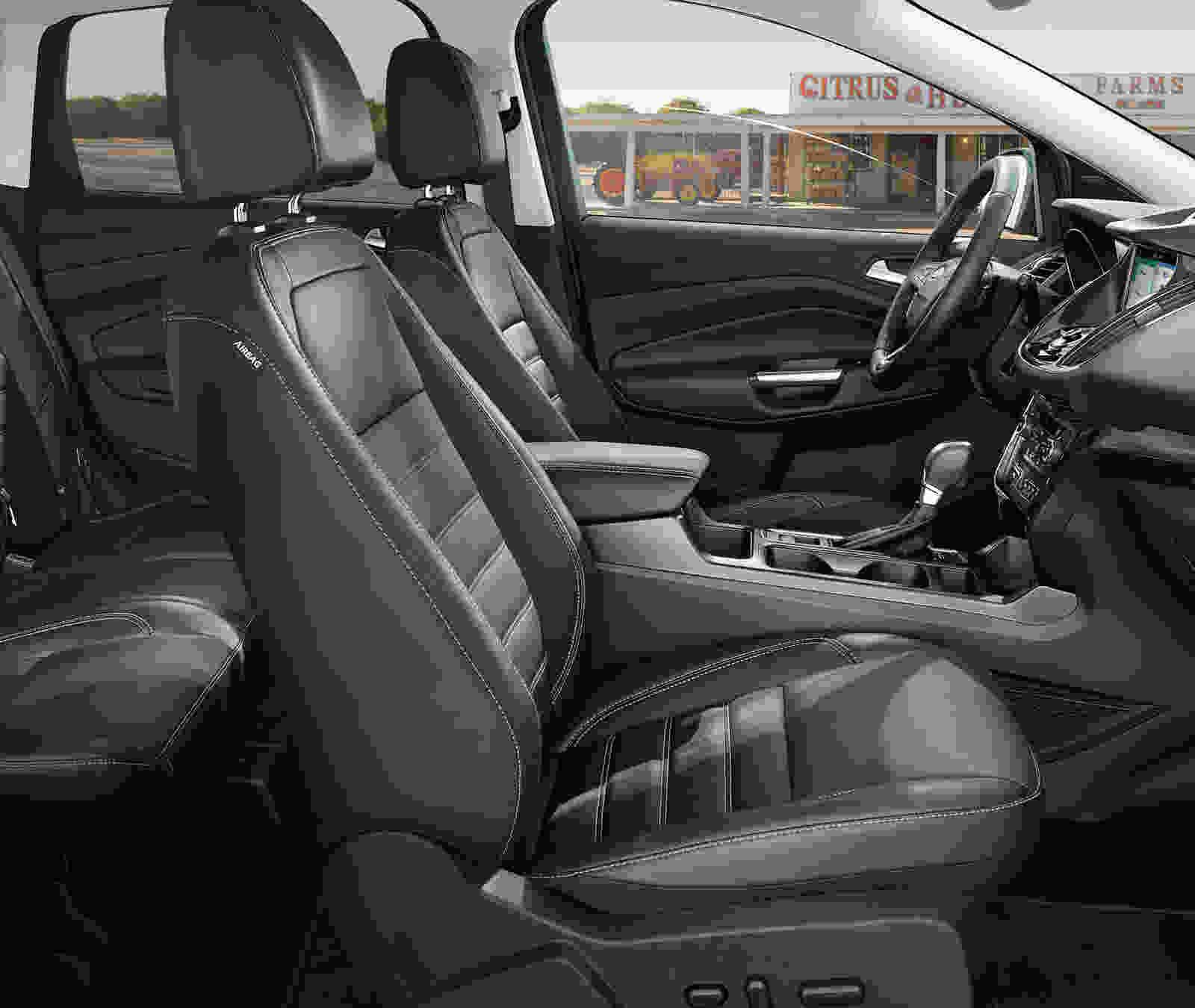 2019-Escape-Titanium-passenger-side-interior_udqdk7