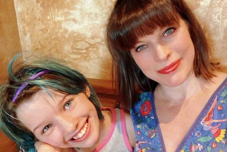 Милла Йовович похвасталась дочерью, написавшей русскую сказку