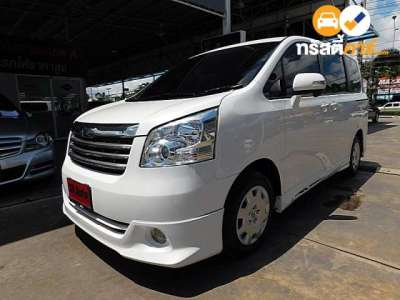 TOYOTA NOAH X 7ST 2.0I 4AT 2009