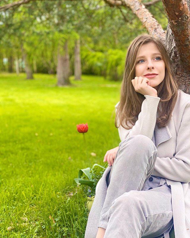 Тургеневская барышня: Елизавета Арзамасова с косичками умилила поклонников