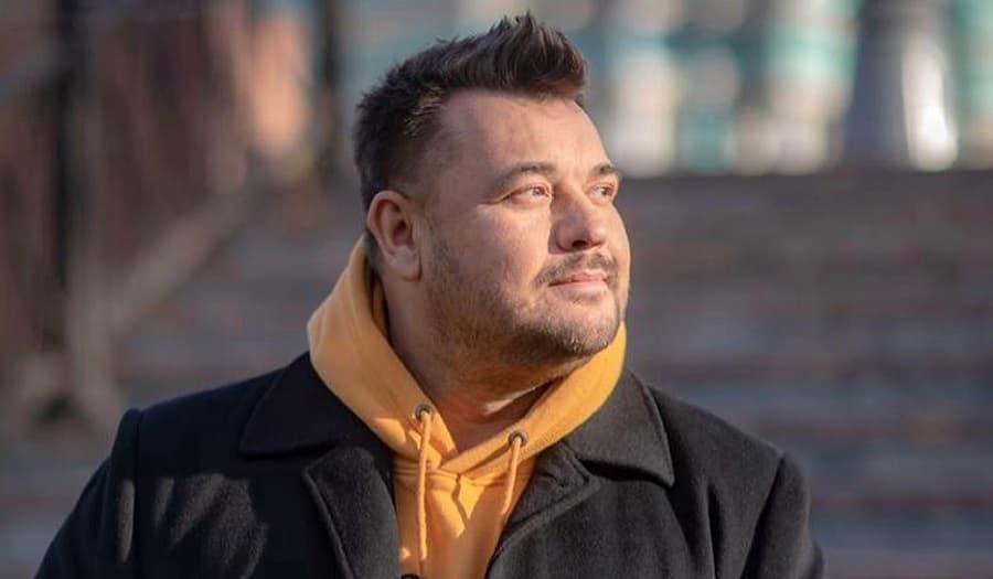 «Не могу петь и веселить»: Жуков перенес концерты после стрельбы в школе в Казани