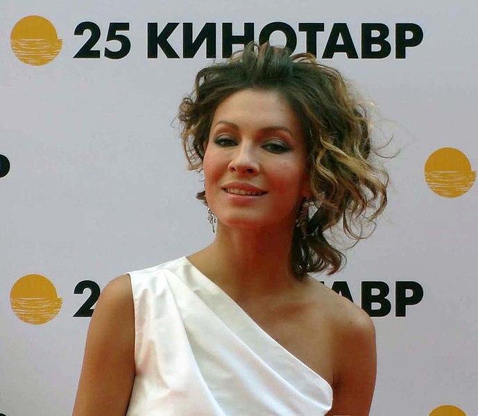 «Три ребенка тому назад»: Елена Подкаминская обнародовала архивную фотосессию
