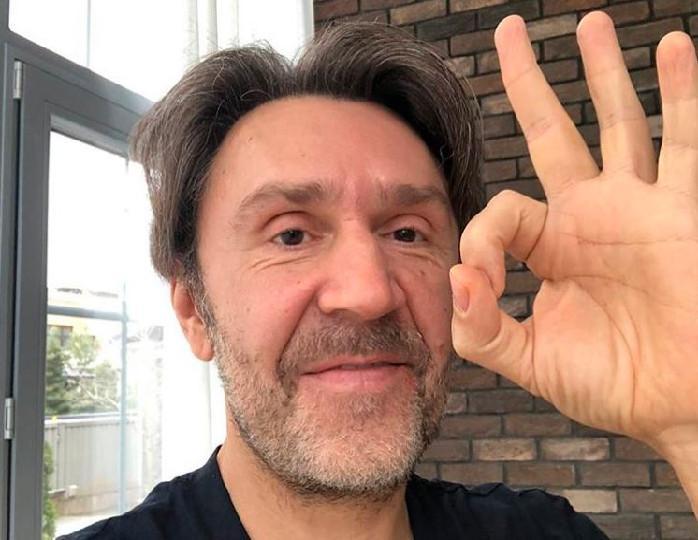 Карантинная романтика: Шнуров показал новое видео с четвертой супругой