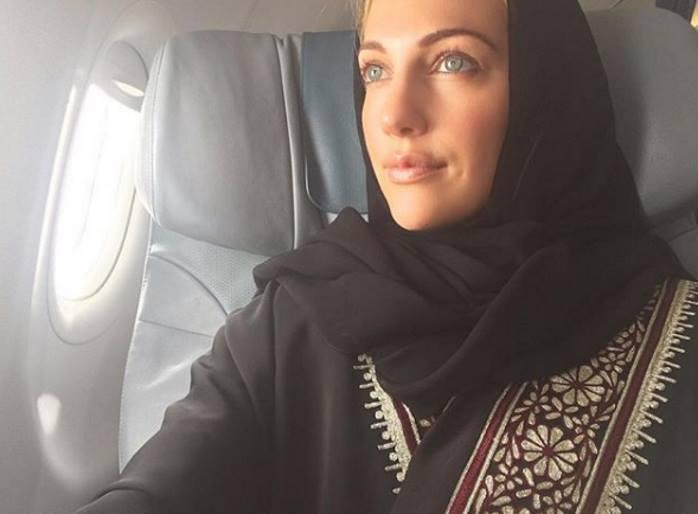 «В точности как Хюррем»: Мерьем Узерли покрыла голову шифоновым платком