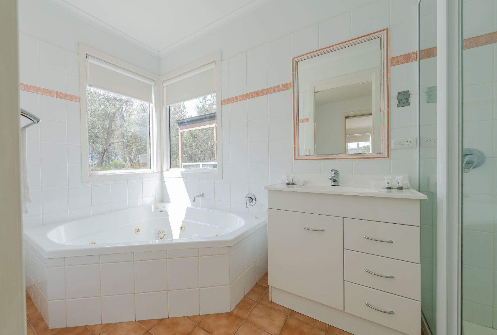 Oceanview Cabin bathroom