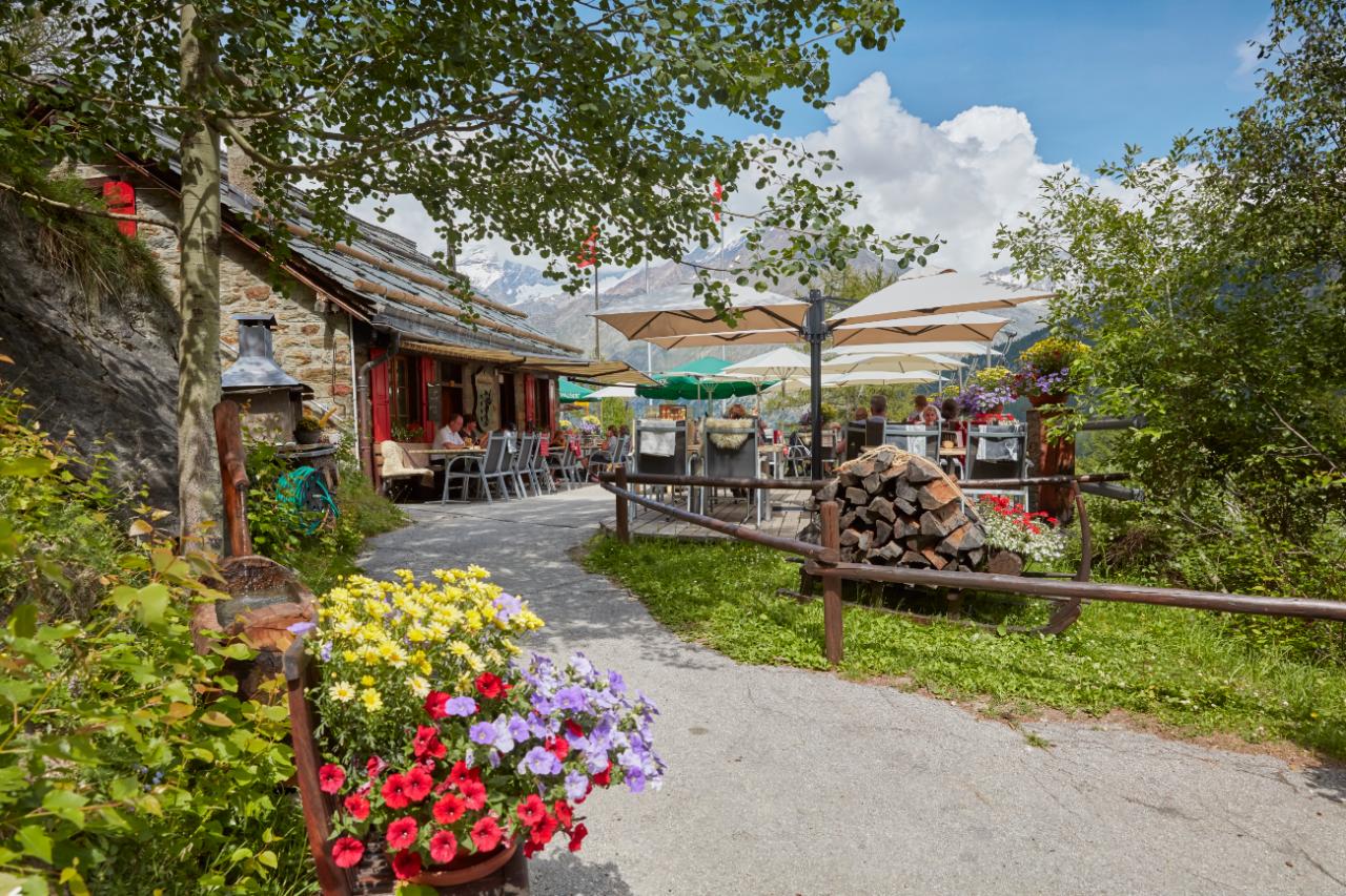 Mountain restaurant Gletschergrotte