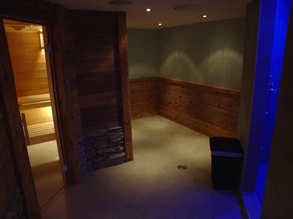Sauna und Erlebnisduschen